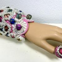 Armband aus Lehmmurmeln / Merit Award bei IBA 2013 (c) Flügel-Eber Claudia